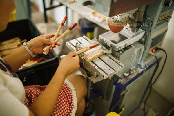 Fabricación de un cepillo de dientes de bambú de Hydrophil