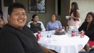 Mexicano se gradúa en EU tras cruzar todos los días la frontera para ir a la universidad