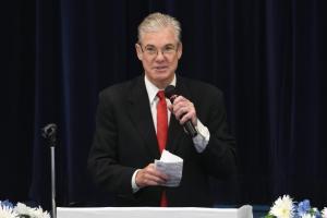 Torlakson cuestiona informe de la Comisión Federal de Seguridad Escolar porque ignora el fácil acceso a las armas de asalto