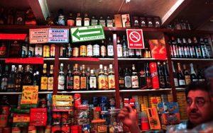 Mexicaanos gastan la mayor parte de su aguinaldo en ropa y alcohol