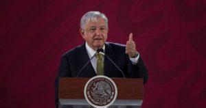 López Obrador dice que tiene indicios de que desde adentro de Pemex se están robando el combustible