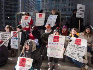 Séptimo día de huelga en 4 chárter de Chicago