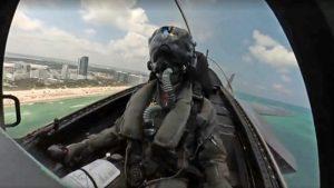 Video de una acrobacia aérea grabada desde la cabina de un caza F-35 de EU