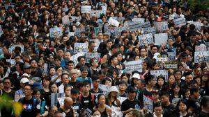 Video: Manifestantes marchan por el área más poblada de Hong Kong durante una nueva jornada de protestas