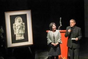 """Homenaje a un """"abrumado"""" Héctor Bonilla por 55 años de trayectoria"""