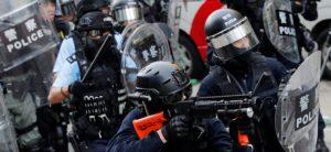 Con gas lacrimógeno y balas de goma, policía de Hong Kong reprime a manifestantes