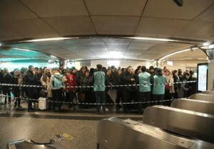 Huelga en transporte público provoca caos en París