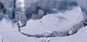 El iceberg más grande del mundo, a punto de entrar al océano abierto