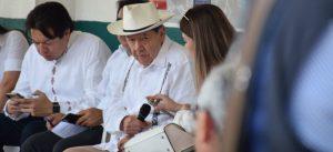 """Video: Visita de legisladores mexicanos a estación migratoria Siglo XXI, en Chiapas, """"desastre y burla"""": Muñoz Ledo"""