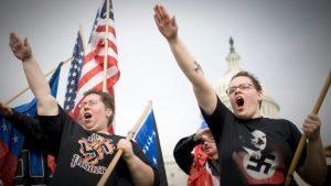 Se fortalece el movimiento de supremacismo blanco en EU. Provoca 7 incidentes al día