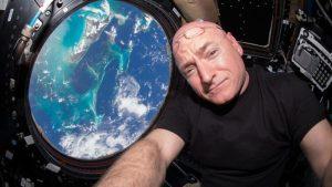 Astronauta que estuvo un año en el espacio brinda consejos para sobrellevar el confinamiento