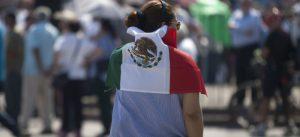 Mexicanos inmigrantes aumentan el envio de dinero a los suyos en su país, pese a la pandemia