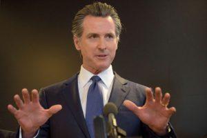 El 58% de los votantes Californianos apoyan a Gavin Newsom para que siga como gobernador