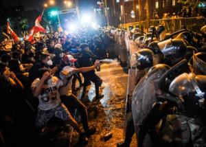 Reprime la policía protestas populares en Perú
