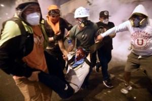 Merino sólo fue cinco días presidente de Perú. Renunció tras represión y masivas protestas