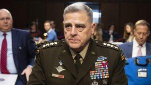 """El jefe del Estado Mayor de EU afirma que el Ejército jura defender """"a la Constitución"""" y no """"a un dictador"""""""