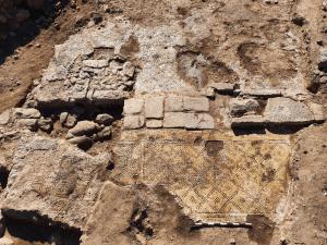 """Hallazgo arqueológico (y enigmático) en Israel: """"Cristo, nacido de María"""""""