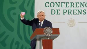 Videos: ¿Compra de votos? Promesas en tarjetas de plástico, el popular 'modus operandi' electoral en México. AMLO las califica de fraude electoral y la Fiscalía ya investiga a candidatos