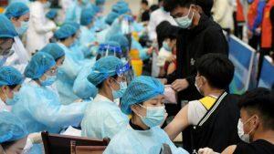 China, primer país en aplicar 1.000 millones de dosis de vacunas contra COVID-19