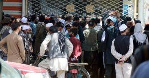 Talibanes cierran aeropuerto de Kabul y la esperanza de escape mediante el puente aéreo