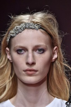 slideshow-spring-accessories-10-spring-2016-bags-accessory-jewelry-trends-tiara-headband-hair-clip-no-21-main