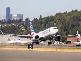 Boeing_737_MAX_8_American_Airlines