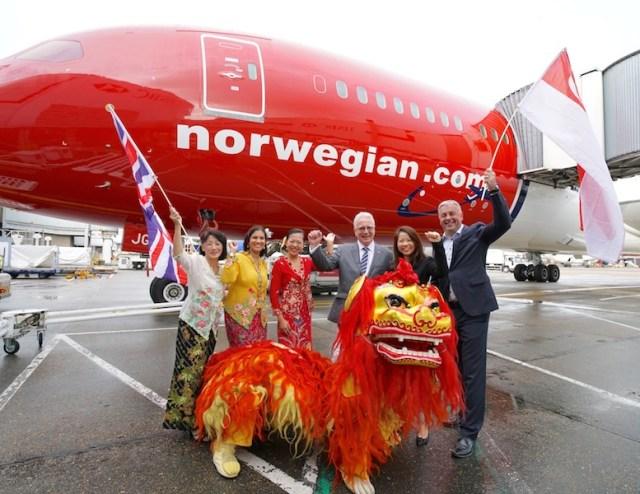 Norwegian_Boeing_787-9_inauguration_LGW-SIN