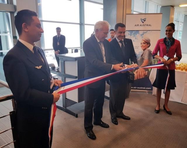 Air_Austral_Boeing_777-300ER_vol_inaugural_Marseille_13-octobre-2017_2