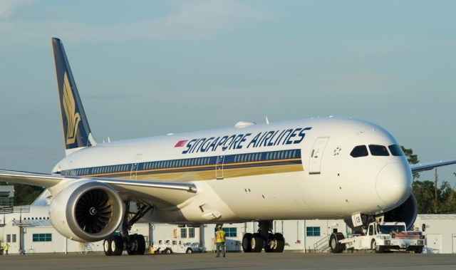 Boeing_787-10_Singapore_Airlines_4