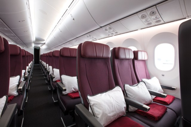 Boeing_787-9_Qantas_Economy