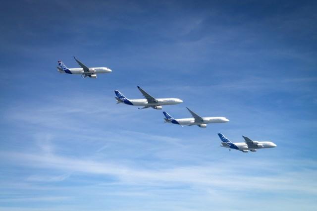 Airbus_Family_Flight_A320_A330_A350_XWB_A380__air_to_air