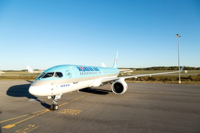 Bombardier_CS300_Korean_Air