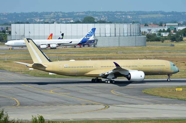 Airbus_A350_Toulouse_FAL