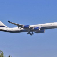 Hi_Fly_Airbus_A340-542_IGW_CS-TFX_(plain)_approaching_JFK_Airport_(operating_for_El_Al)