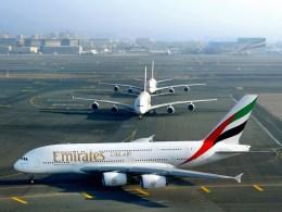 Trois_Airbus_A380_Emirates