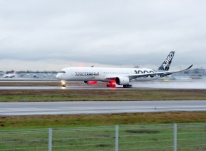 Airbus_A350-1000_decollage_toulouse