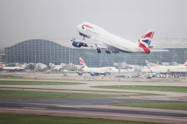 Boeing_747-400_British_Airways_Heathrow