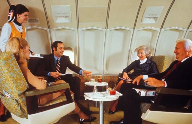 Boeing_747_Delta_suite_penthouse