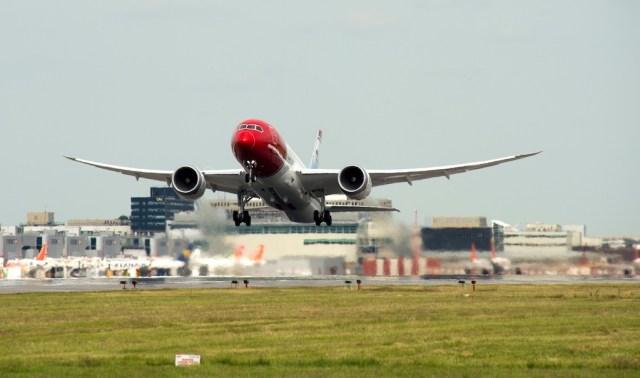Boeing_787-8_Norwegian_Londres-Gatwick