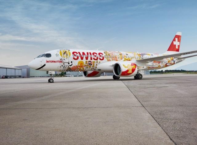 SWISS_Bombardier_CS300_livree_speciale_1