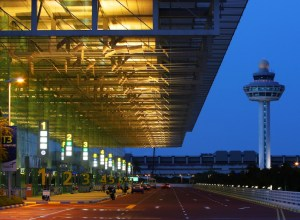 Aeroport_singapour-Changi_Terminal_1_nuit