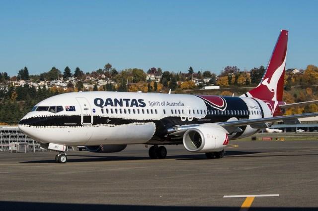 Qantas_Boeing_737-800_Mendoowoorrji
