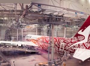 Boeing_787-9_Qantas_VH-ZND_livree_aborigene