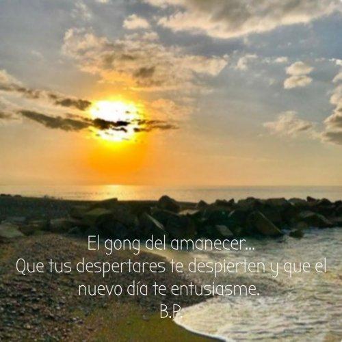 El Gong del amanecer...Que tus despertares te despierten y que el nuevo día te entusiasme.