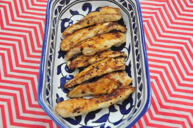 Acomodar el pollo en un plato