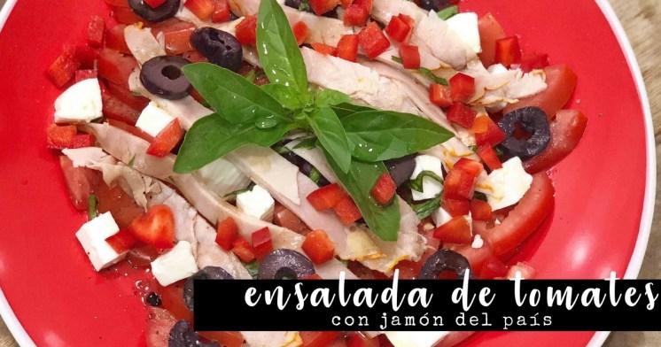 Ensalada de tomates y jamón del país fácil y rica