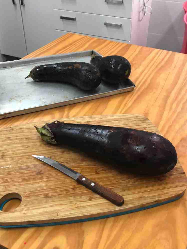 Berenjenas rellenas con verduras y gratinadas con queso paria