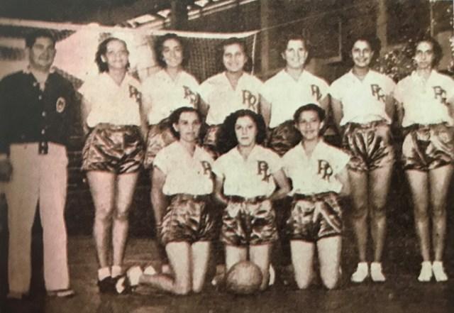 Primera medalla por equipo para Puerto Rico en Juegos Centroamericanos y del Caribe 1938 en voleibol.