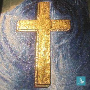 la croix en mosaïque de l'oratoire - art sacré sur mesure
