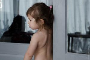 couette d'une petite fille à la maison